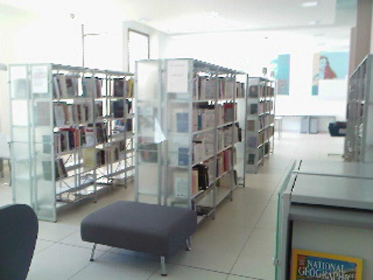 Médiathèque de Magalas vu de l'intérieur